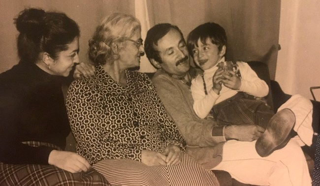 Annem, anneannem, dayım ve ben.