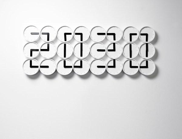 001_Clock Clock white
