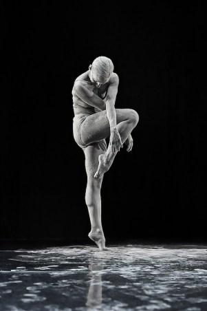 Dust_MSPDStudios_Physical_dance_fine_arts_Mvula_Sungani_Physical_dance_emanuela_bianchini_etoile_ph_alessandro_risuleo2