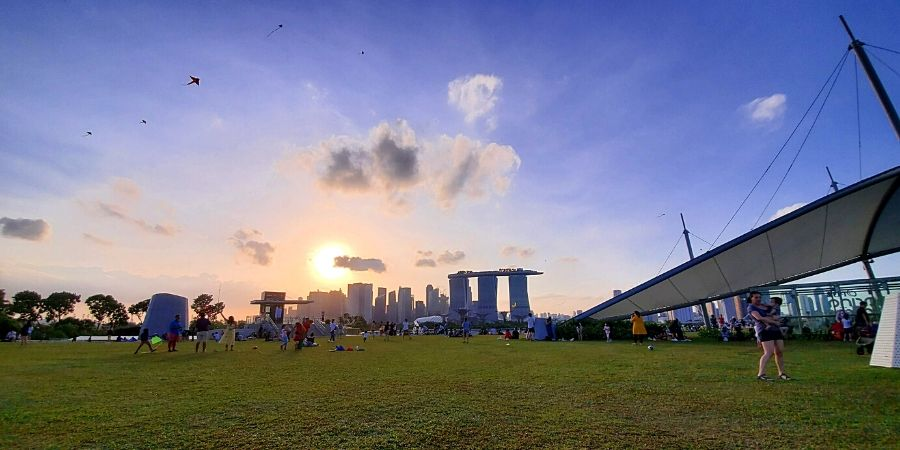 Bring a picnic basket and enjoy the view from Marina Barrage.