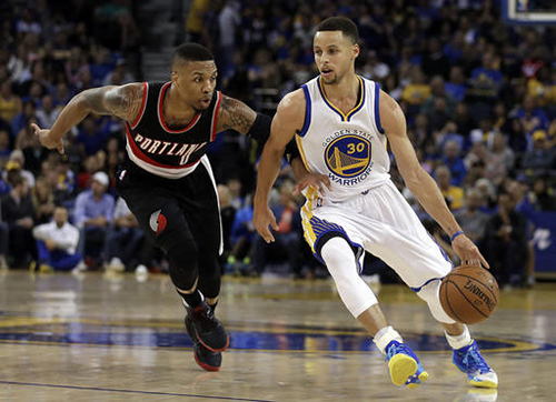 Golden State Warriors' Stephen Curry, right, drives the ball past Portland Trail Blazers' Damian Lillard, left, during the second half of an NBA basketball game Sunday, April 3, 2016, in Oakland, Calif. (AP Photo/Ben Margot)