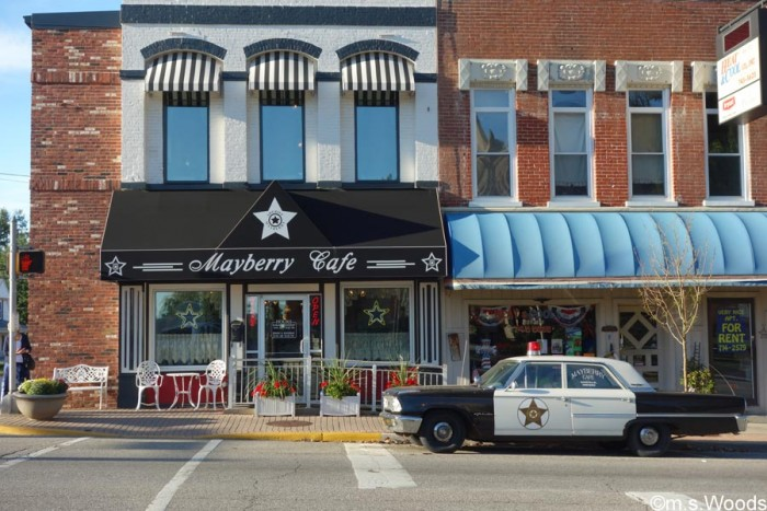 exterior-photo-old-police-car-mayberry-cafe-danville-indiana