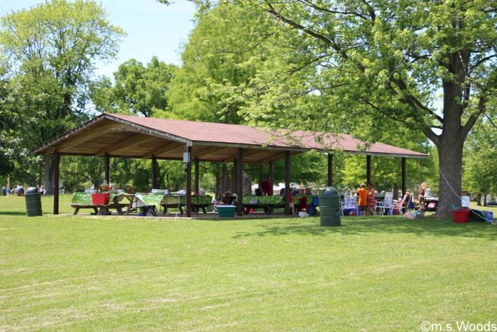 picnic-shelter-at-pioneer-park-mooresville-indiana