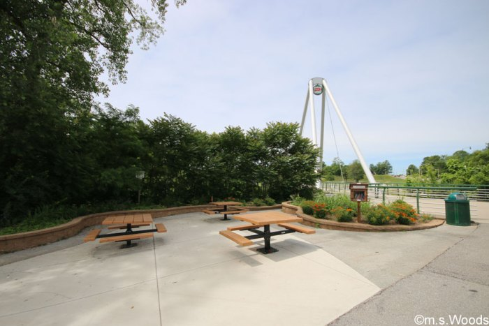 plainfield-pedestrian-bridge-seating-area