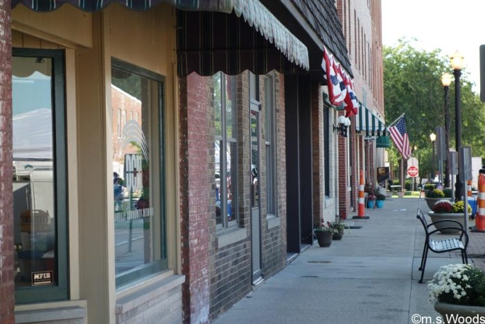 sidewalk-scene-at-downtown-danville-indiana