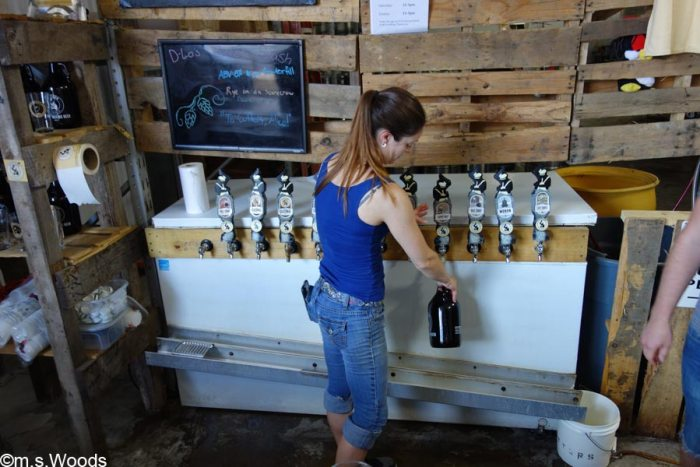 woman-pours-beer-at-cutters-brewery-avon-indiana