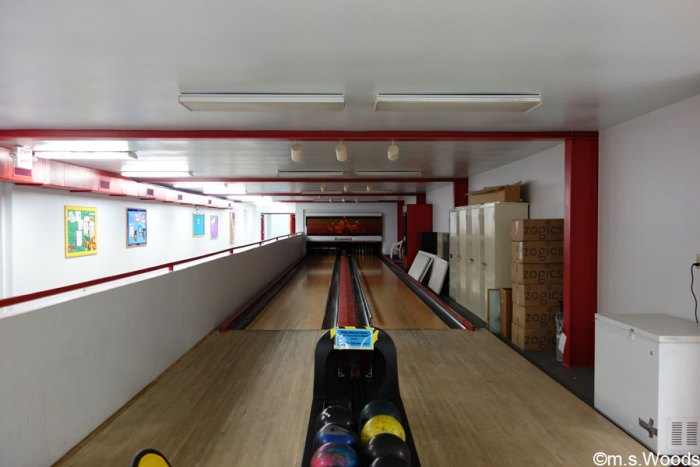 family-fun-and-fitness-bowling-lane