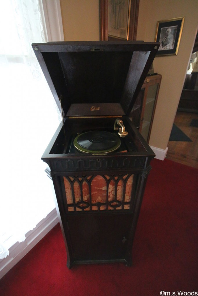 james-whitecomb-riley-museum-phonograph-machine