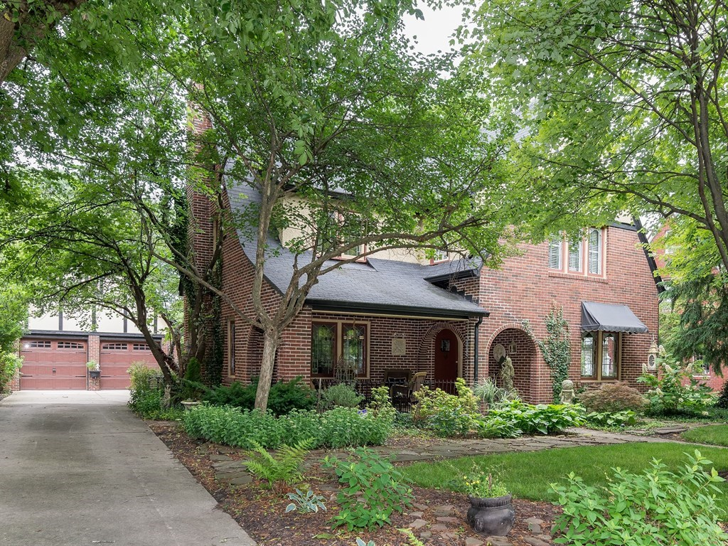5352  Central  Avenue, Indianapolis, IN 46220