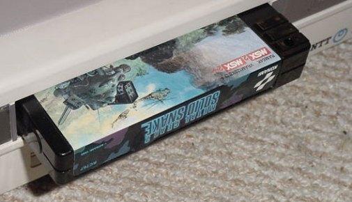 Ejemplo : Cartucho de Metal Gear 2 en el Option Slot 1.