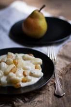 40.Gnocchi di patate su fonduta di Gorgonzola e pere alla senape di Anna