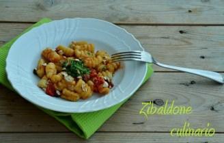 45.Gnocchi di patate con sugo di pomodorini, pesto di basilico e nocciole di Elena