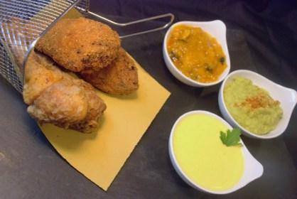 17.Pollo fritto con chutney di mango, guacamole e zabaione torbato di Giuliana