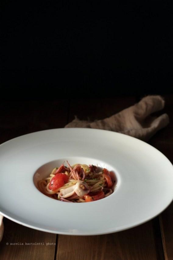 66. Spaghetti con calamaretti e salsa di pane di Aurelia