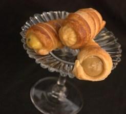 22. Giuliana F, Cannoncini con crema pasticcera al torrone, zabaione al caffè e curd di mango e frutto della passione