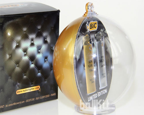 Résultat boule bicolore montée avec briquet en suspension et packaging imitation cuir