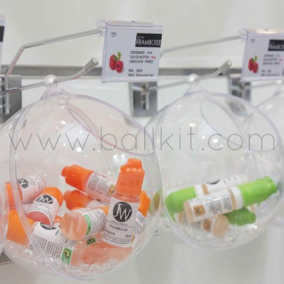 Boules présentoirs transparentes à suspendre, garnies de liquides pour cigarettes électroniques