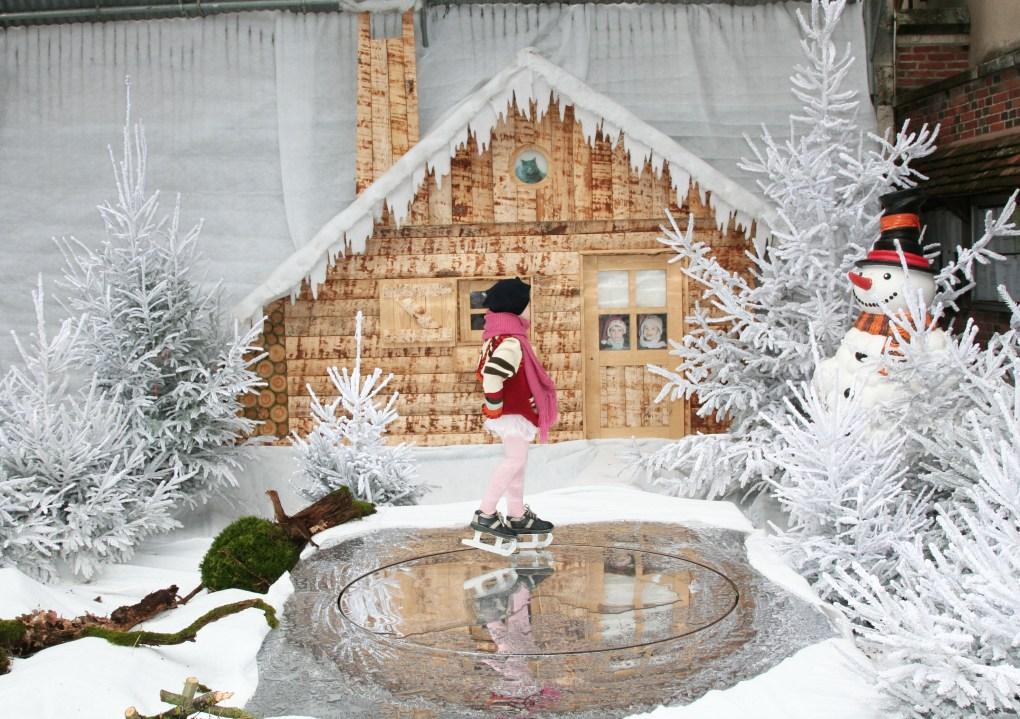Mise en scène neige et bonhomme de neige 3D