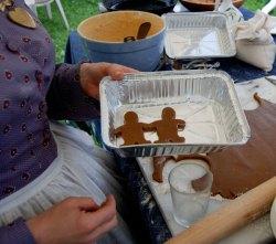 11-12-15-Ellie-Presents-Gingerfolk-Hand-in-Hand-(2)