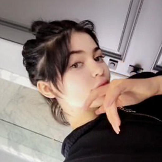 Kylie Jenner reveals her real hair in new Snapchat