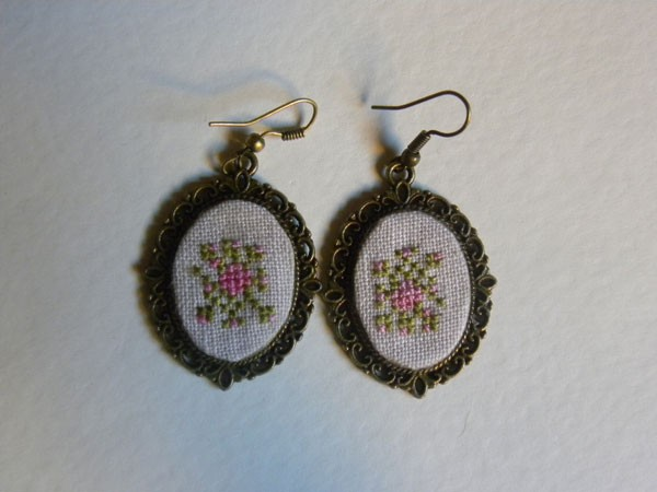 Ancient Melodies in Roses Earrings Kit