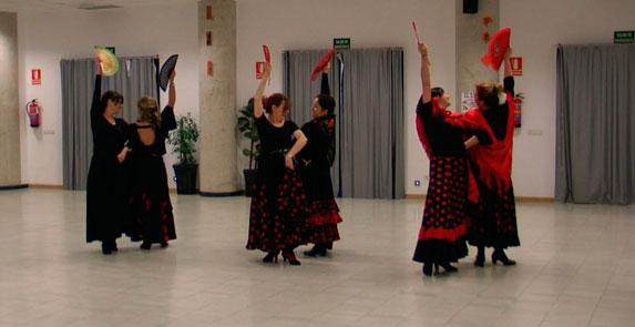Sevillanas con abanico  Mucho Ms Que Baile