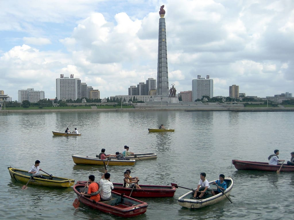 Taedong River, Pyongyang by David Stanley