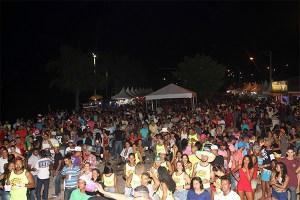 Carnaval Antecipado de Mucurici 2017 atrai milhares de foliões.