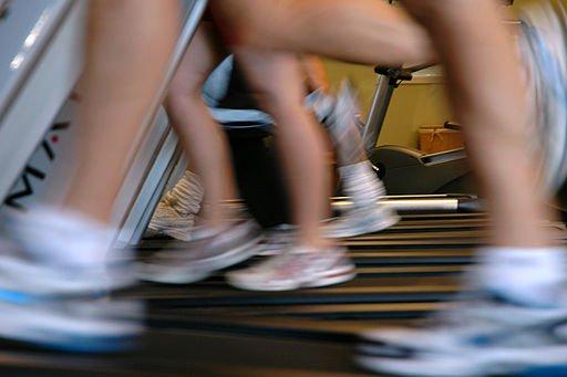 Running-on-treadmills-motion-blur