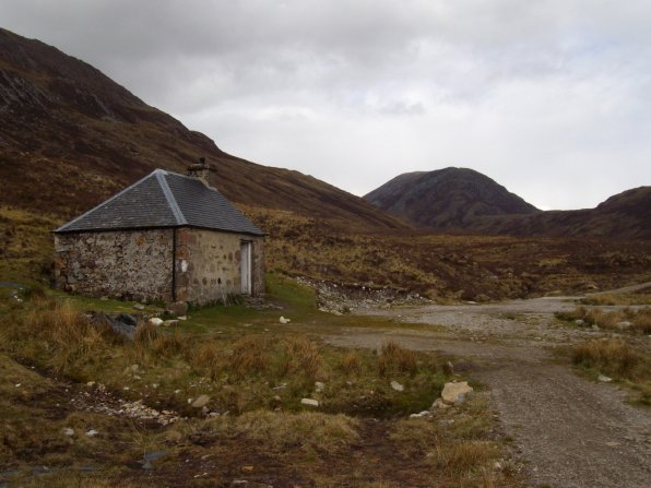 Lairig Leacach Bothy view
