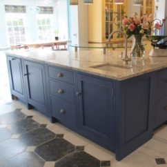Freestanding Kitchen Island Curtains For Bay Windows Islands Entertaining In The Sink On