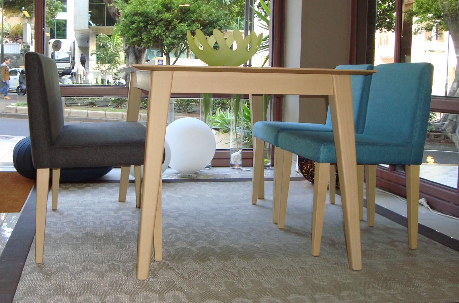 Decorar la mesa de comedor con sillas diferentes  Decorart