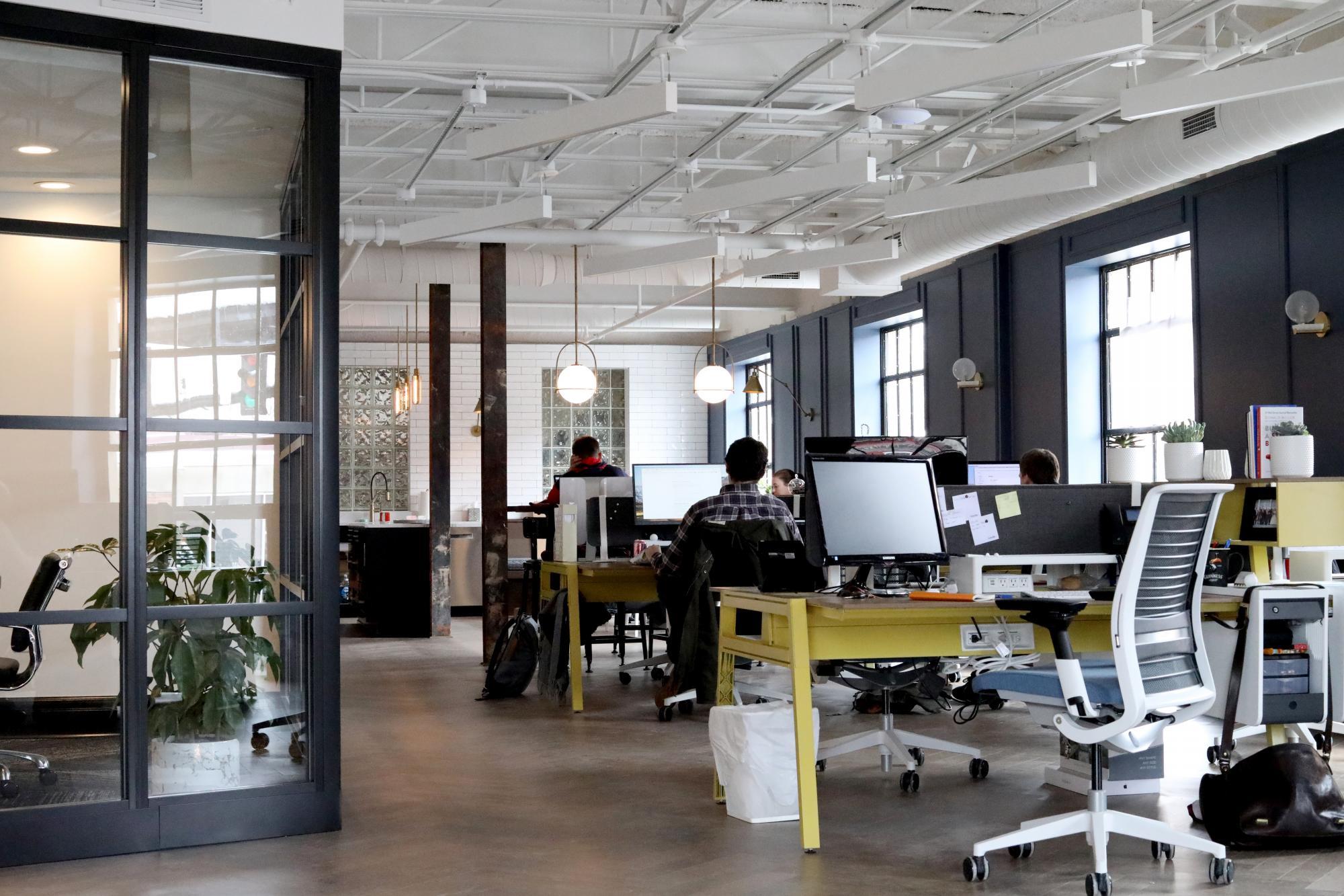 ¿Cómo ser más productivo en la ofina? Transforma tu espacio