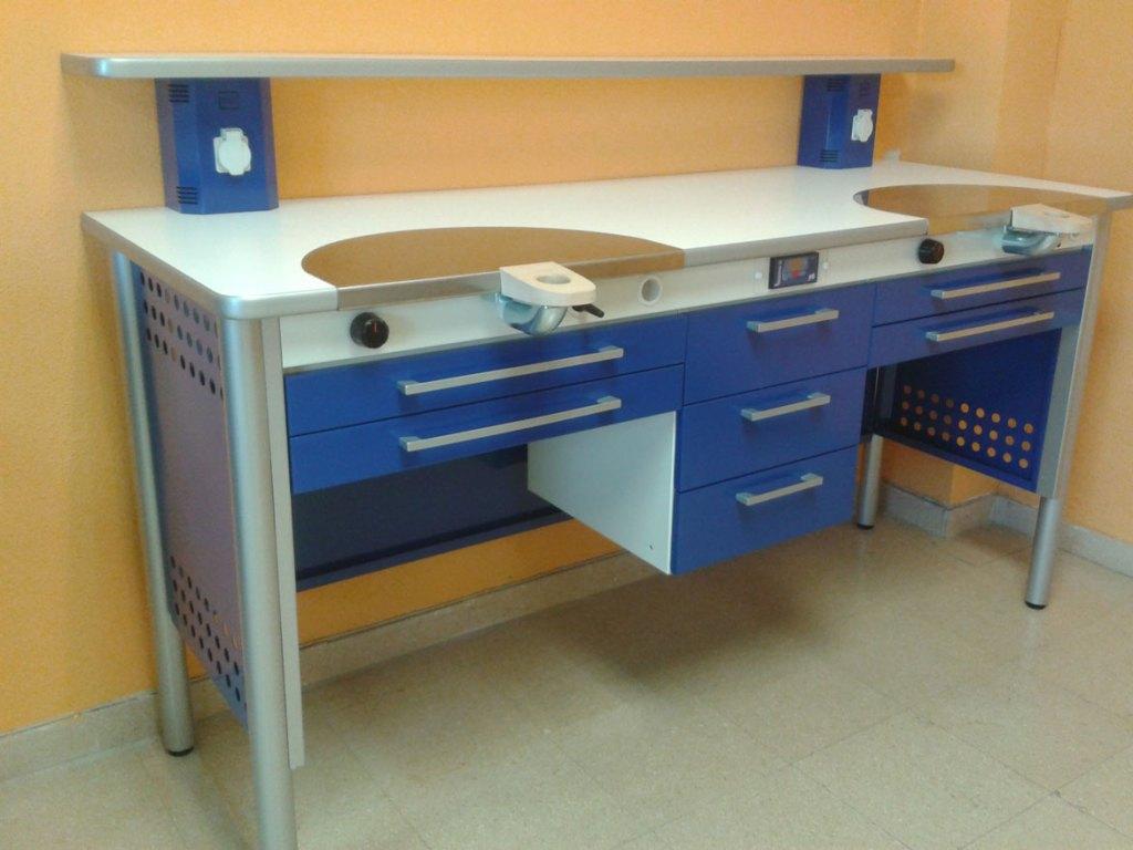 Mesa laboratorio dental mesa kappa fabricada por for Trabajos por debajo de la mesa