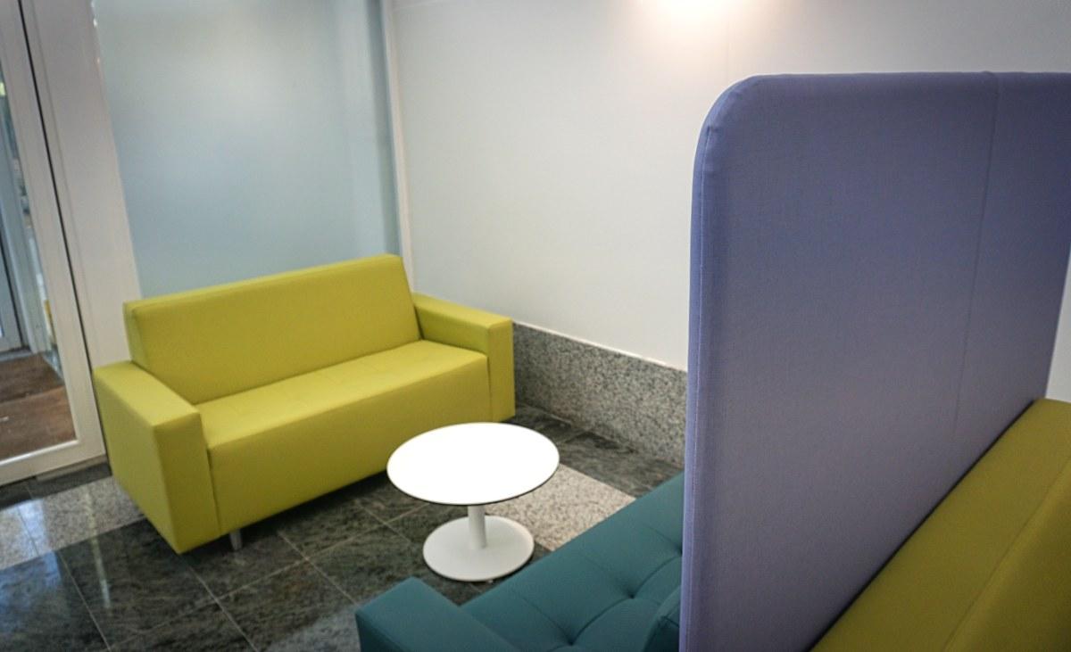 edificio residencial sofas soft seating sala de espera mobiliario instalación zonas de espera tapizados personalizados
