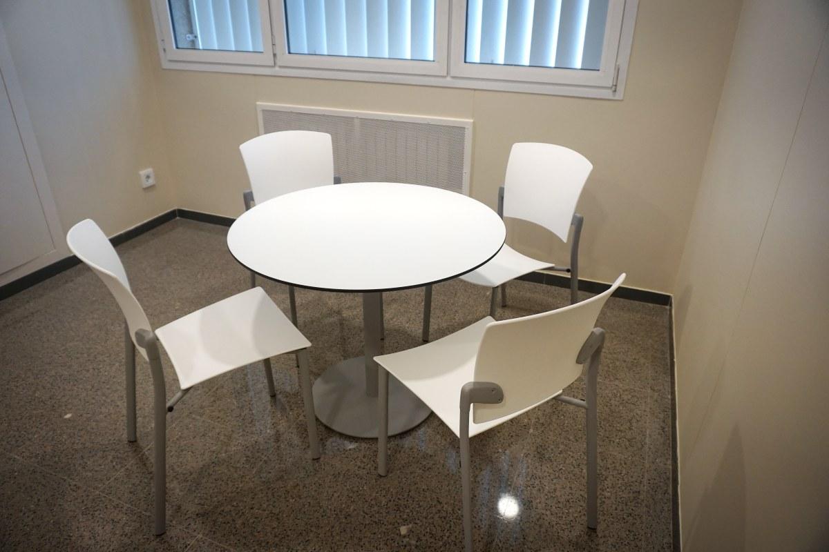 mesa de oficina diametro 90 blanca fenólico enea eina