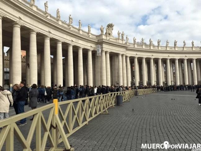 La cola para entrar a la Basílica de San Pedro, entrada gratuita.