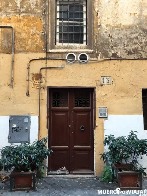 Casas antiguas, fachadas menos conservadas, es lo que encuentras callejeando por trastevere