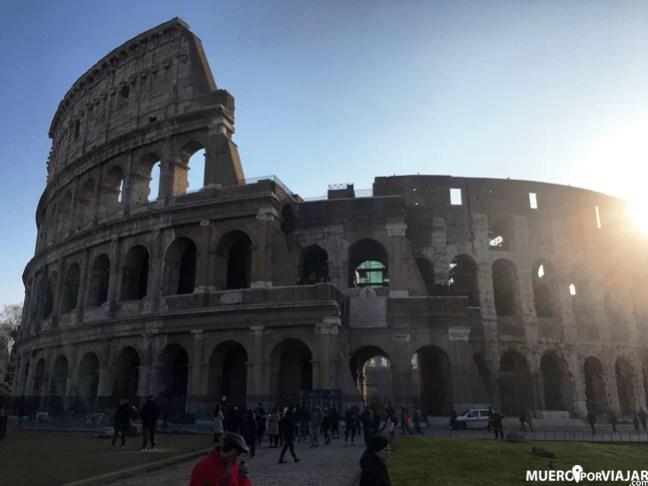 El imponente Coliseo de Roma, lugar importante de la ciudad y del país