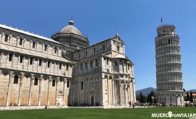 La plaza del Duomo en Pisa donde podemos encontrar la famosa Torre inclinada de Pisa