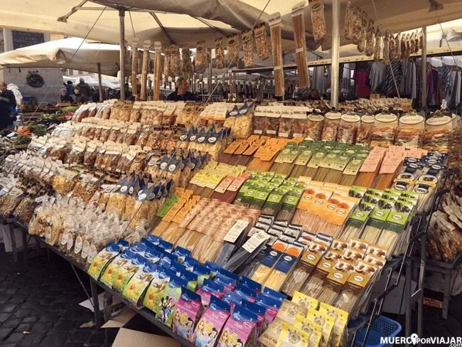 ¿Y que puedes encontrar en un mercado de Roma? Pasta de excelente calidad!