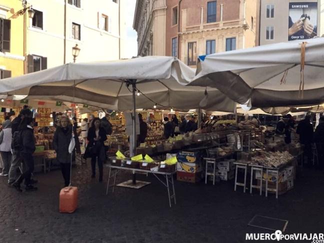 El bonito mercado de Campo dei Fiori en Roma