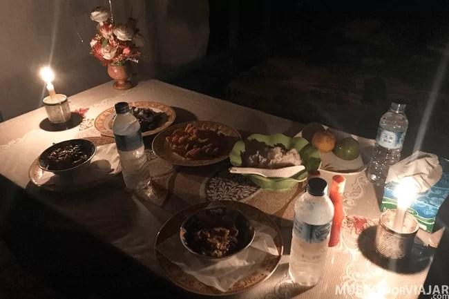 La cena servida en Klotok