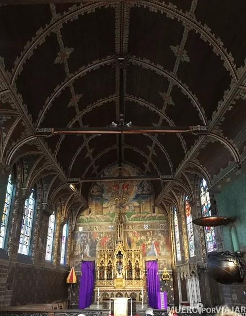 El interior de la iglesia de la Santa Sangre de Brujas