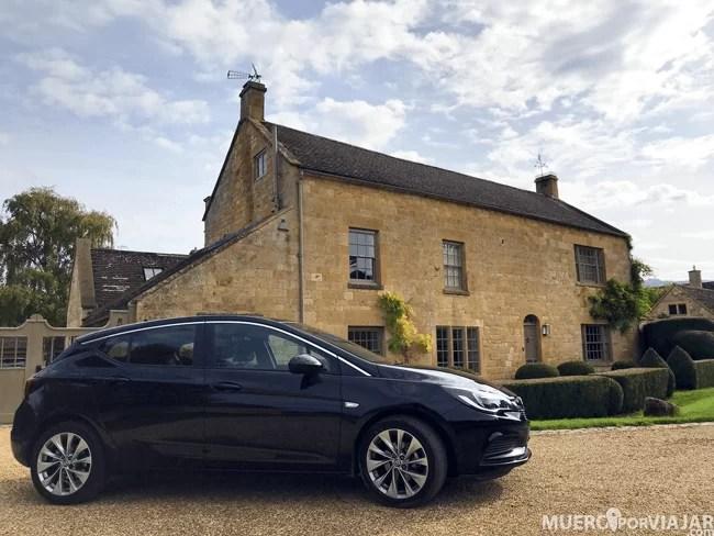 Nuestro Opel Astra para viajar por los Cotsworlds