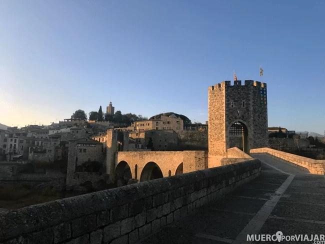 La preciosa vista de Besalú con su puente medieval