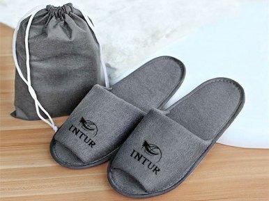 Pide gratis unas zapatillas de casa como estas. Puedes elegir COLOR Blanco o Gris