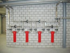 Edelstahlverrohrung von Filteranlage einer Drucklufterzuegung