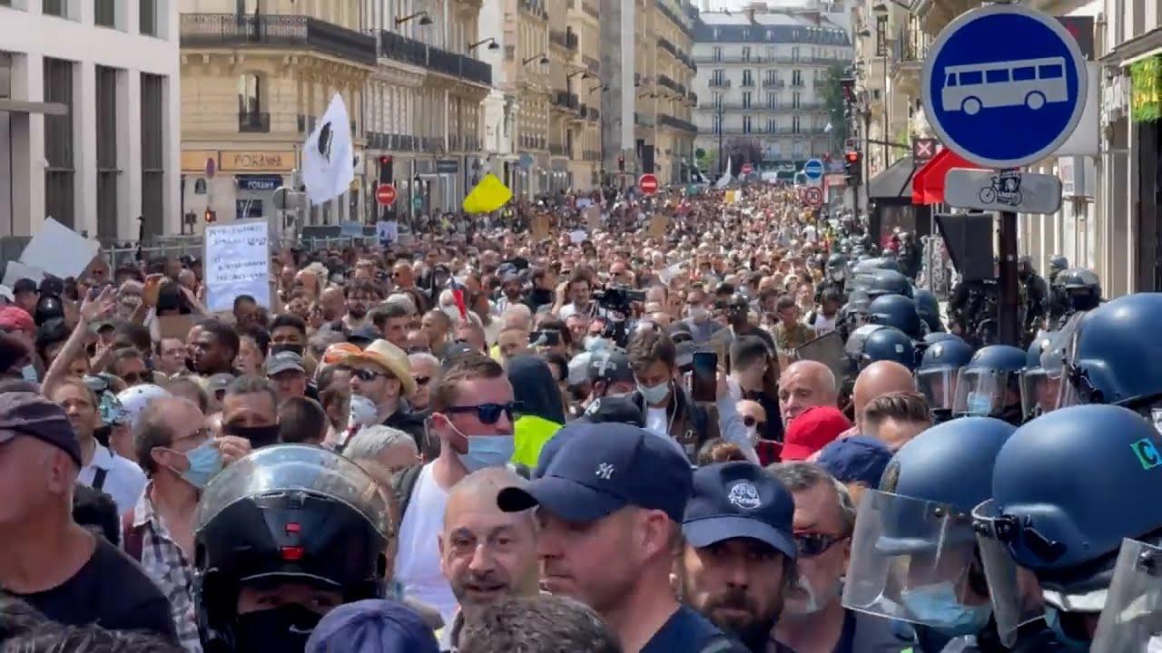 Manifestation contre le pass sanitaire: des dizaines de milliers de personnes à nouveau dans les
