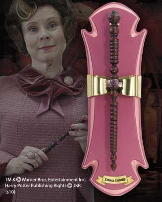 ไม้กายสิทธิ์ของโดโลเรส อัมบริดจ์พร้อมแท่นโชว์ (Dolores Umbridge Wand)